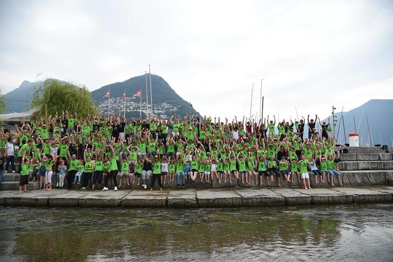 Gruppenporträt von Teilnehmerinnen in den Bergen